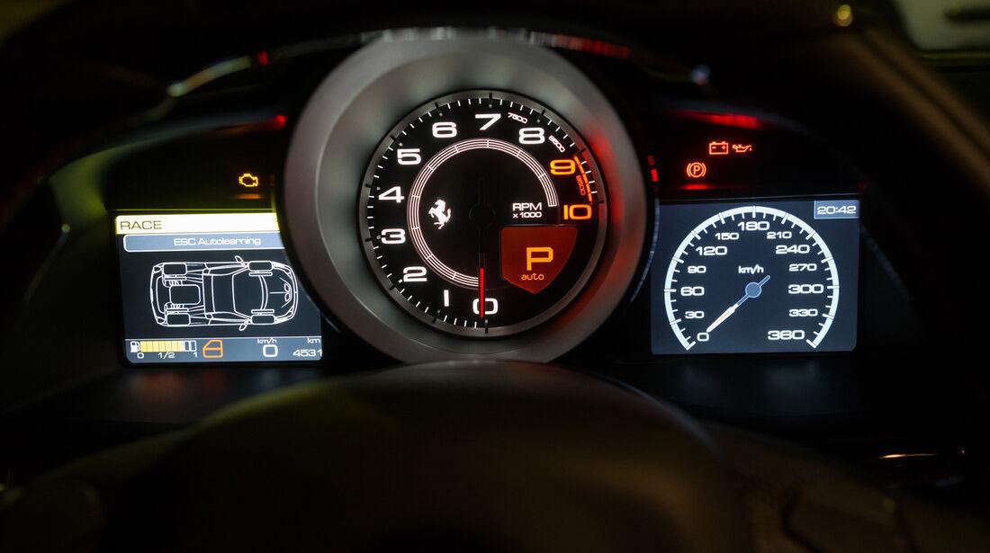 Ferrari 458 Speciale A, Rundinstrumente