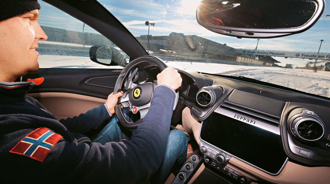 Ferrari GTC4 Lusso, Cockpit