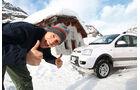 Fiat Panda 4X4, Seitenansicht, Berghütte, Redakteur