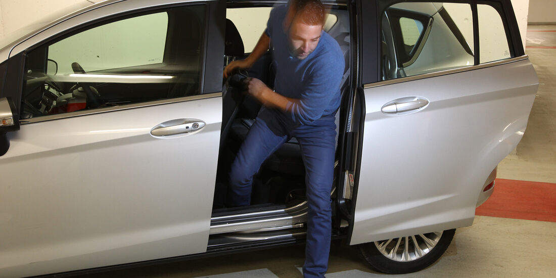 Ford B-Max 1.0 Ecoboost Titanium, Rücksitz, Aussteigen
