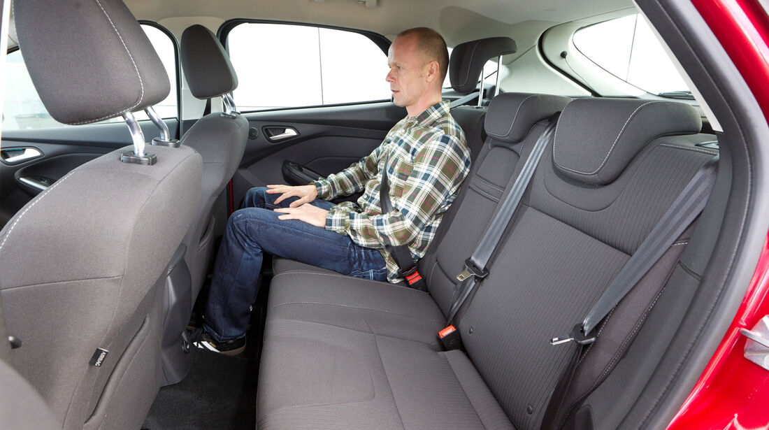 Ford Focus 2.0 TDCi, Rückbank, Beinfreiheit