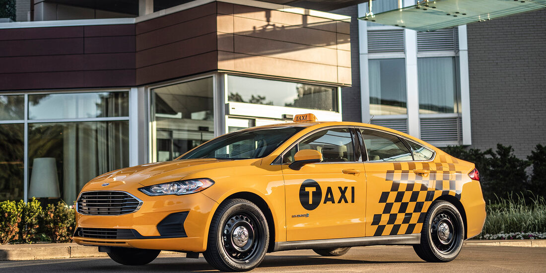Ford Fusion Hybrid Taxi 2019