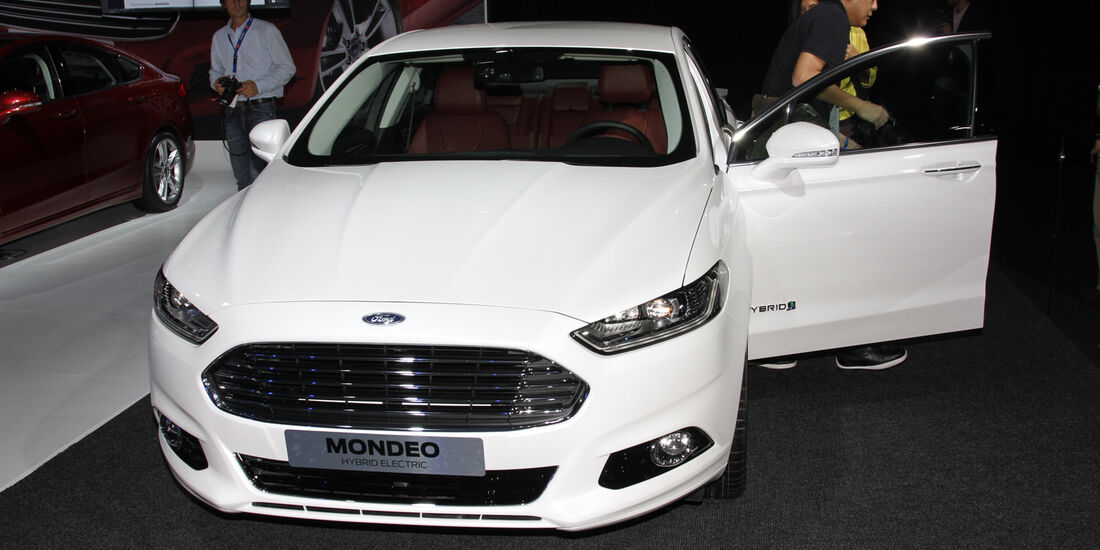 Ford Mondeo Hybrid Electric, Messe, Autosalon Paris 2012