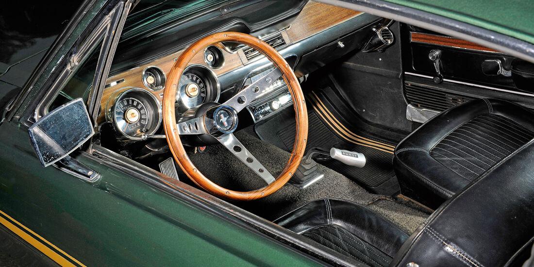 Ford Mustang V8, Cockpit