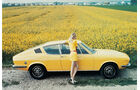 Frau vor Audi 100 Coupé S C1