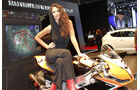 Girls Autosalon Paris 2032