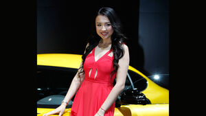 Girls Detroit Motor Show 2041