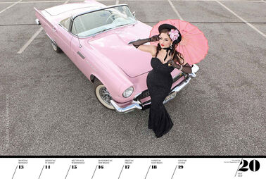 Pin-Up-Girls und Muscle Cars