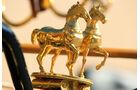 Goldene Pferde am Aarglander -  Kutsche in voller Fahrt