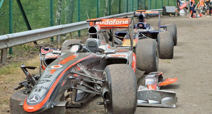 Hamilton Alguersuari Crash