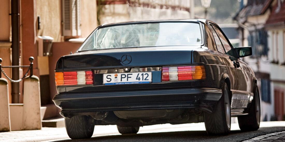 Heckansicht eines Mercedes-Benz 500 SEC-AMG