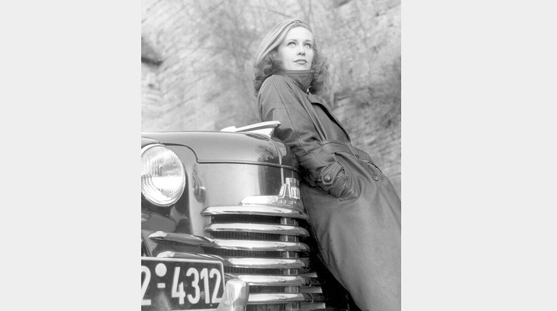 Hildegard Knef wirbt für den Opel Olympia, 1951