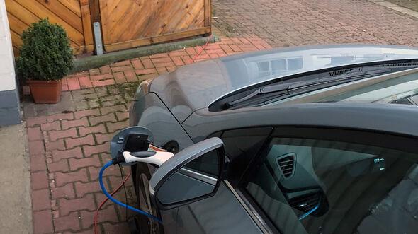 Hyundai Future Leser Test Drive Ioniq Plug-in-Hybrid