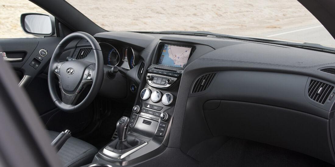 Hyundai Genesis Coupé GT, Cockpit