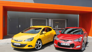 Hyundai Veloster Blue 1.6, Opel Astra GTC 1.4 Turbo, Frontansicht