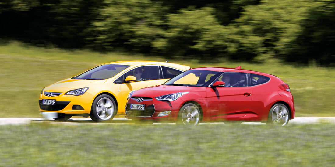 Hyundai Veloster Blue 1.6, Opel Astra GTC 1.4 Turbo, Seitenansicht