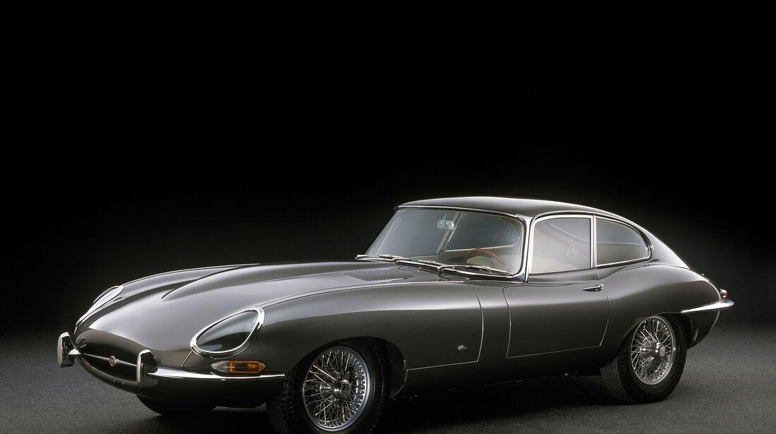 Jaguar E-Type Coupe, Genfer Automobilsalon, 1961, Designer William Lyons und Malcom Sayer, Leihgeber Dr. Christian J. Jenny, Thalwil, Schweiz, Foto Michel Zumbrunn.jpg