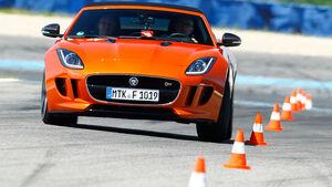 Jaguar F-Type S, Frontansicht, Slalom