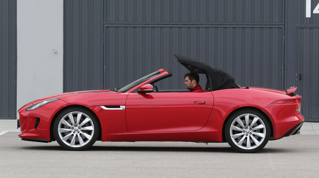 Jaguar F-Type, Seitenansicht, Verdeck schließt