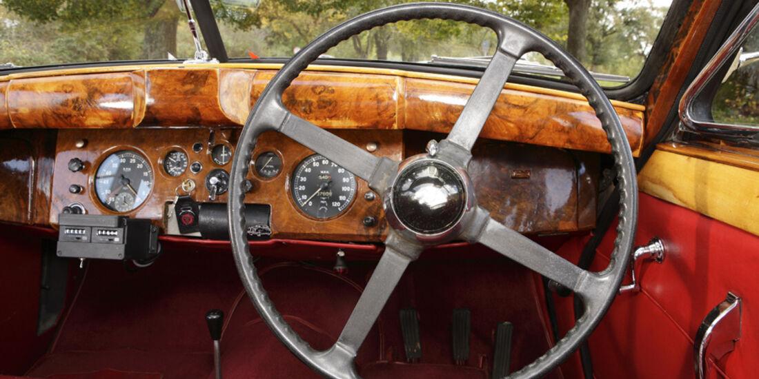 Jaguar Mark VII, Cockpit