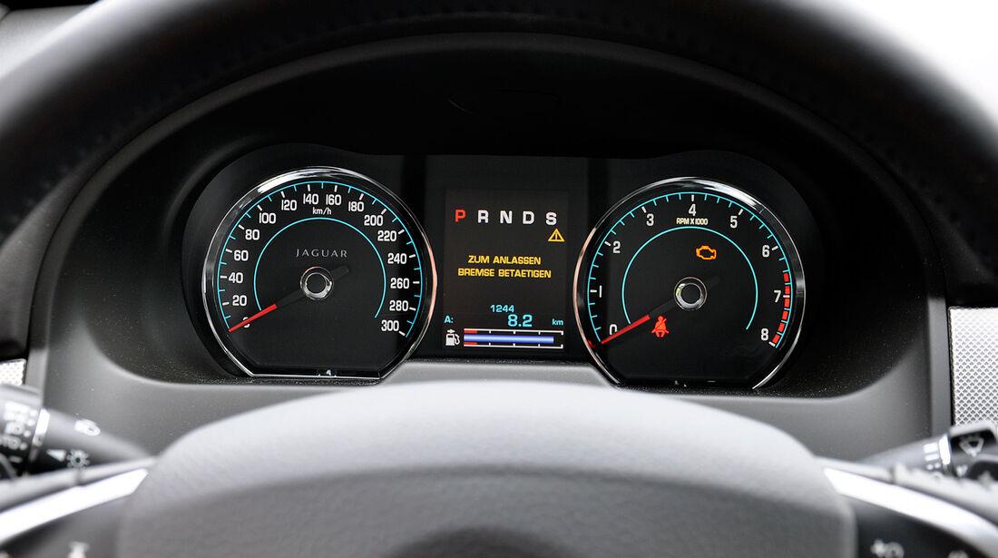 Jaguar XFR, Cockpit, Instrumente