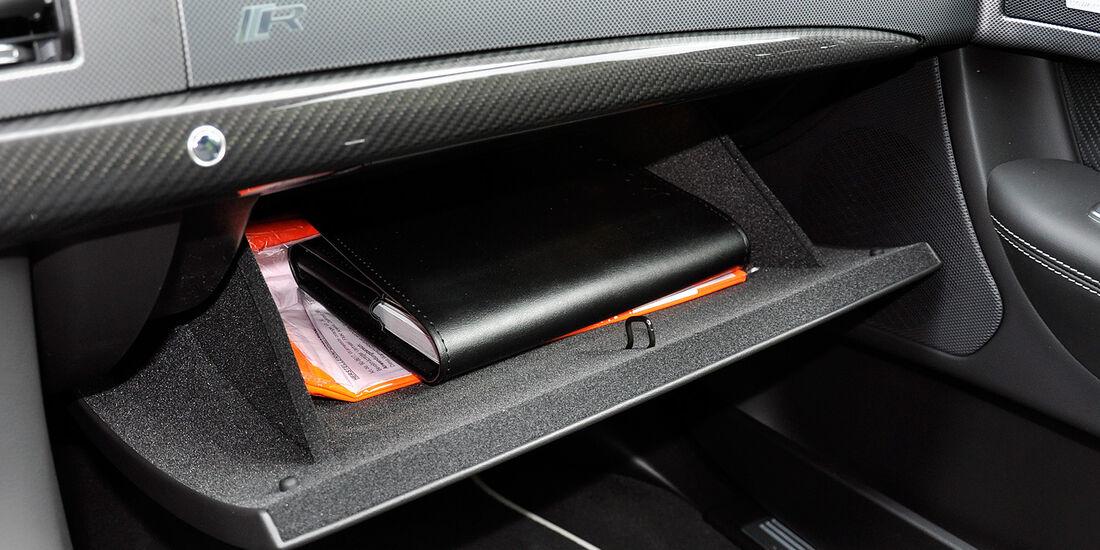 Jaguar XFR, Handschuhfach