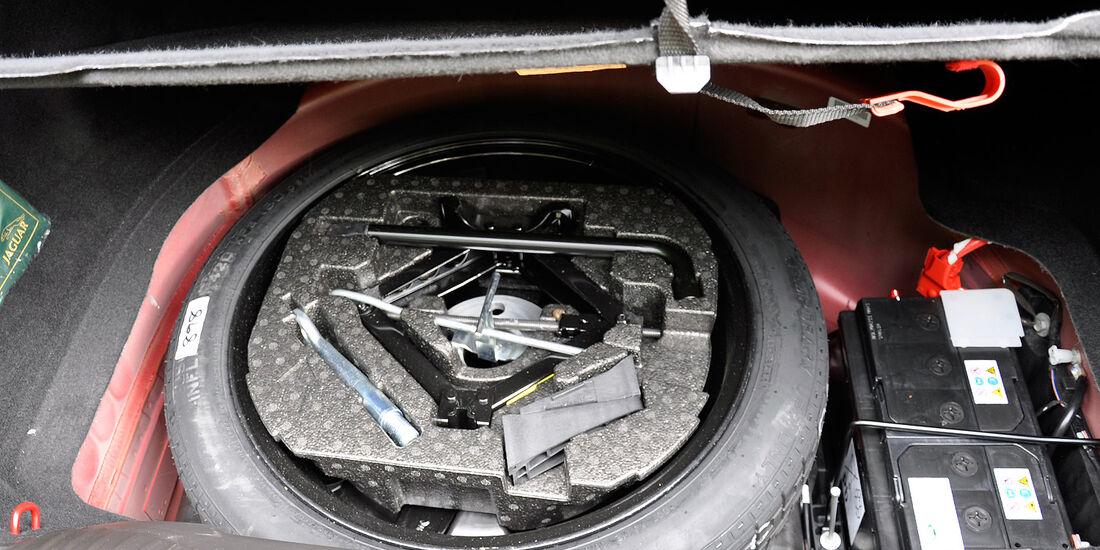Jaguar XFR, Kofferraum, Ersatzrad