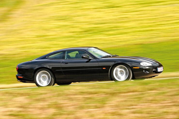 Jaguar XK8 (X100), Seitenansicht