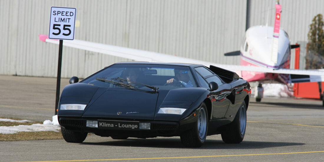 Lamborghini Countach Turbo S - Frontansicht vor Flugzeug
