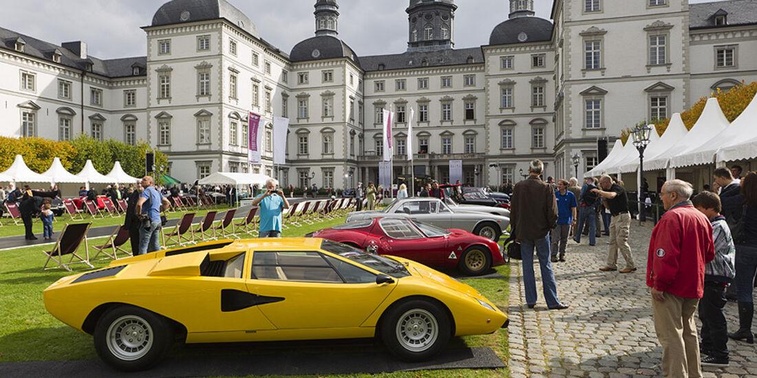 Lamborghini Countach im Innenhof des Schloss Bensberg