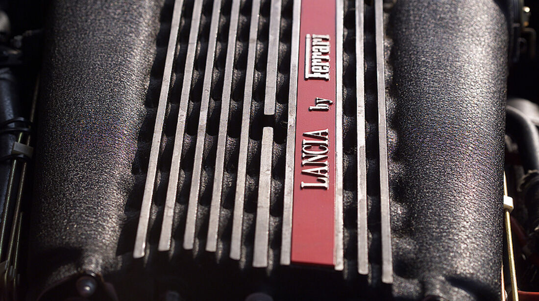 Lancia Thema 8.32 Motorraum