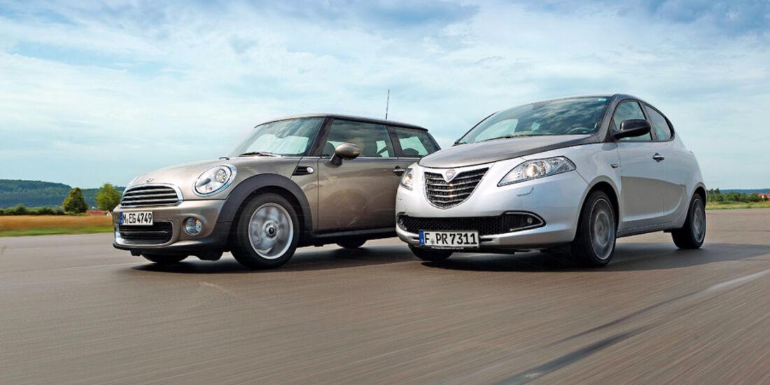 Lancia Ypsilon 0.9 Twinair Platinum, Mini One, Seitenansicht