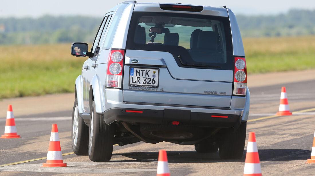 Land Rover Discovery SDV 6, Heckansicht, Slalom