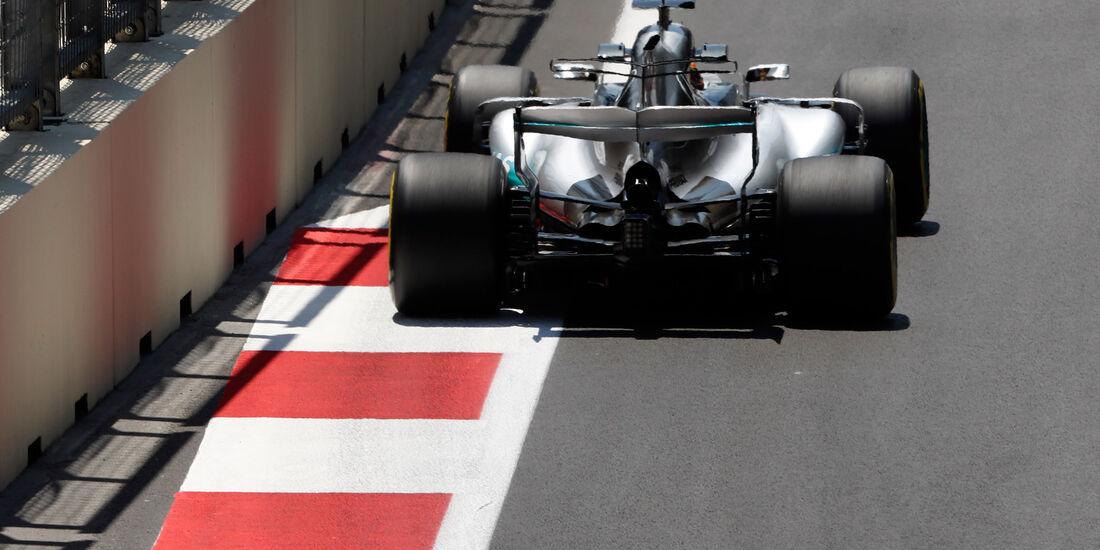 Lewis Hamilton - Mercedes - Formel 1 - GP Aseerbaidschan 2017 - Training - Freitag - 23.6.2017