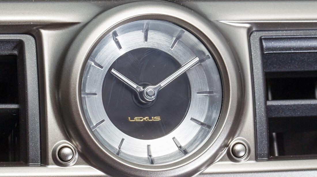 Lexus GS 450h, Uhr