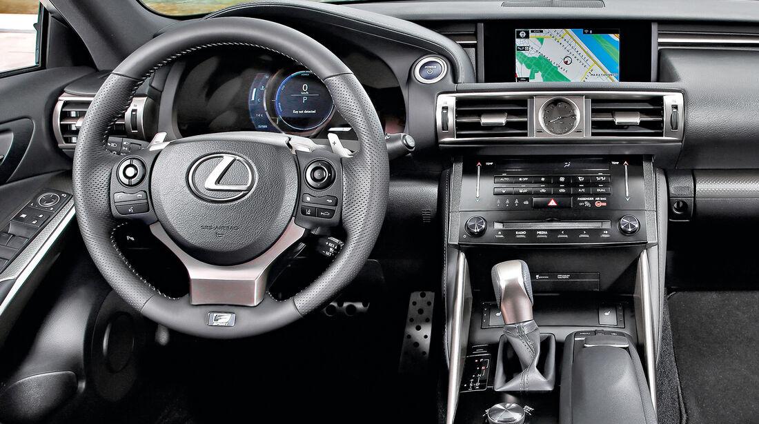 Lexus IS 300, Cockpit