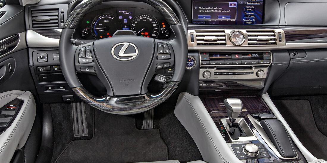 Lexus LS 600, Cockpit