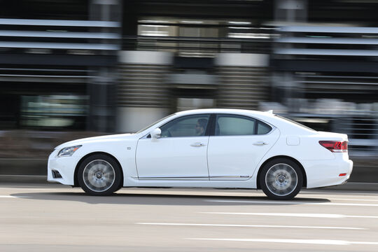 Lexus LS 600h F-Sport, Seitenansicht