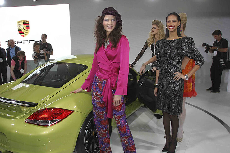 Los Angeles Auto Show Girls