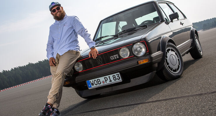 MC Fitti vor VW Golf GTI