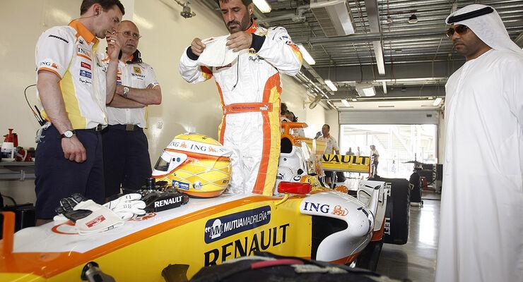MOTORSPORT/F1 RENAULT ROADSHOW DUBAI