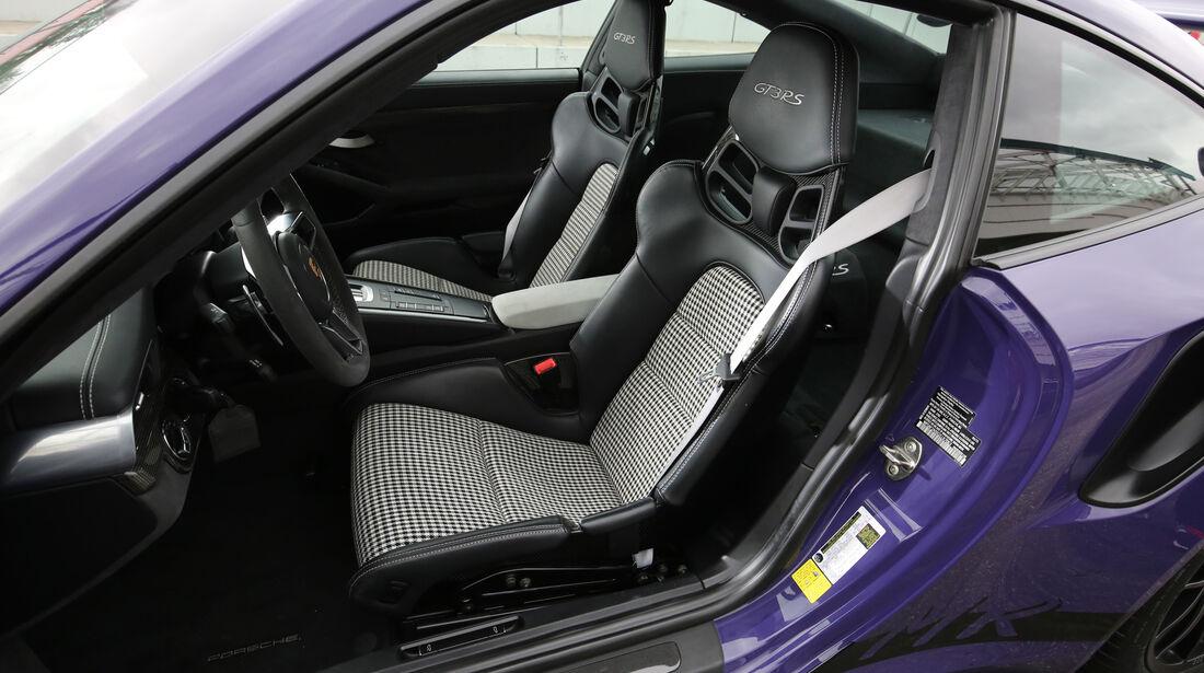 Manthey-Porsche 911 GT3 RS MR, Fahrersitz
