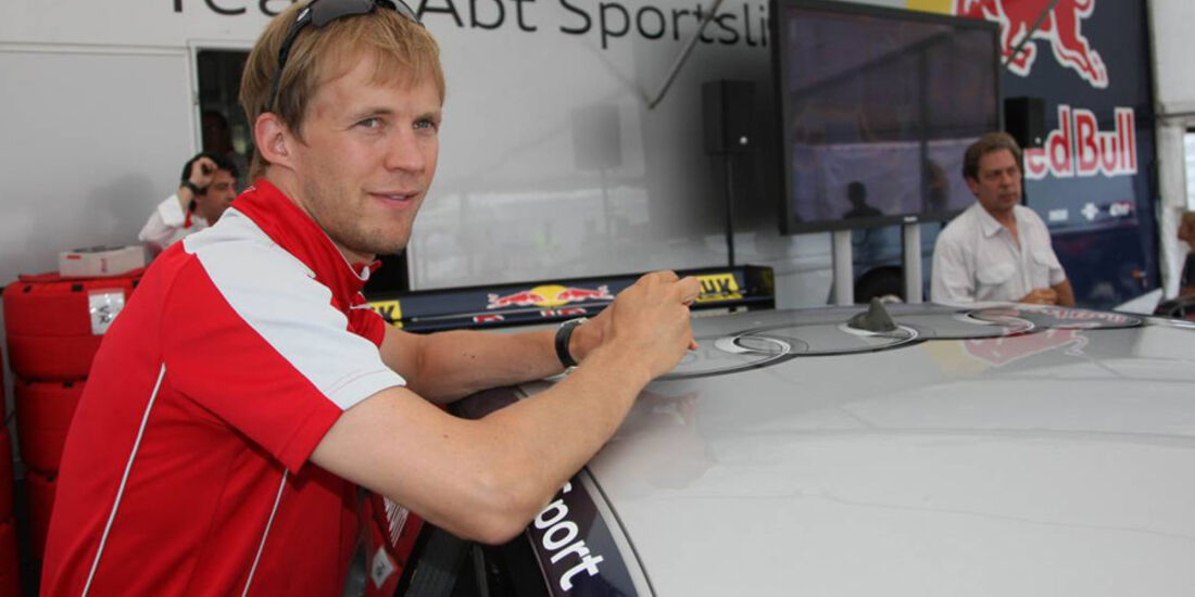 Mattias Ekström bei Sebastian Vettel