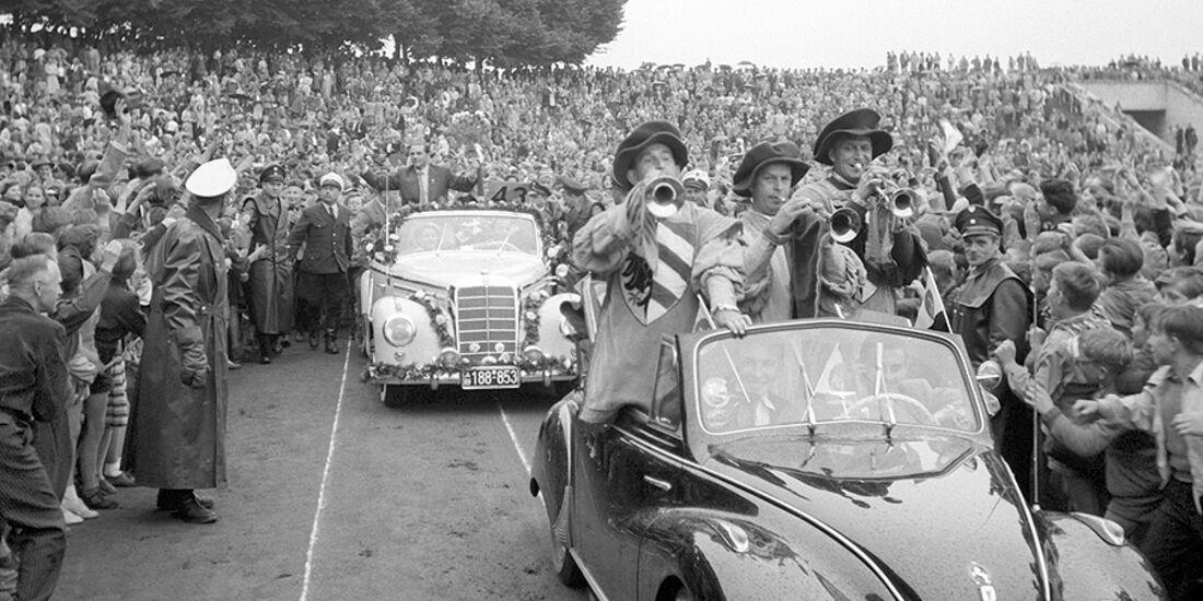 Max Morlock im Autokorso 1954