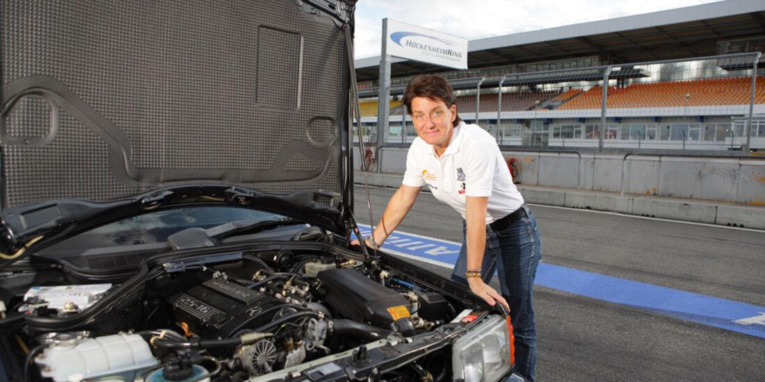 Mercedes 190 E 2.5-16 EVO II, Motorraum, Ellen Lohr