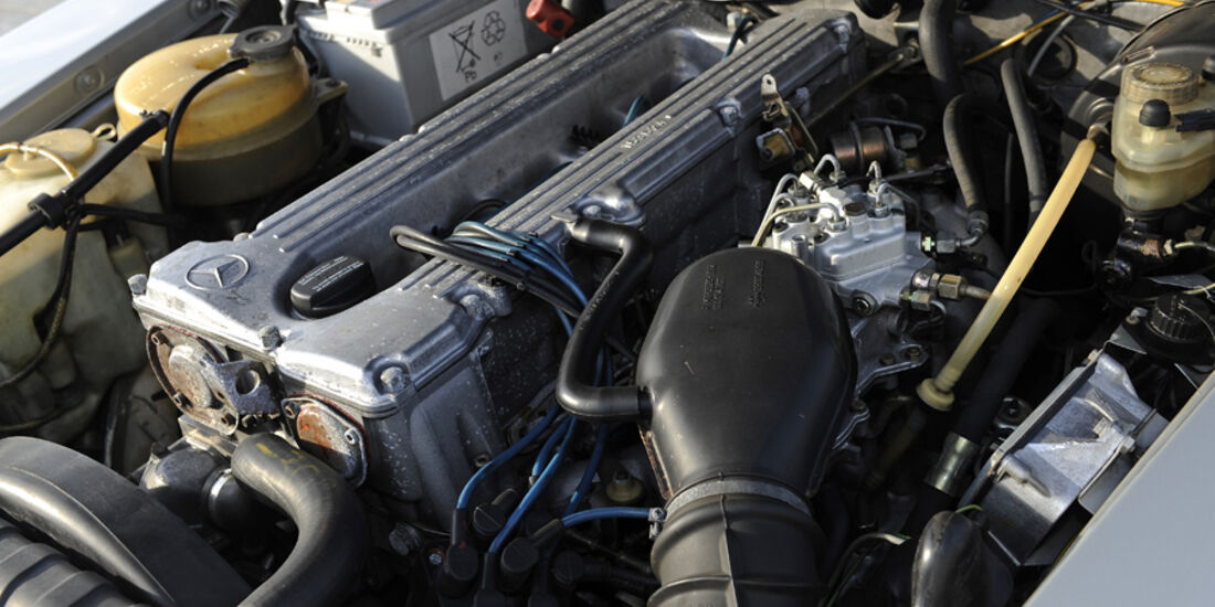 Mercedes 280 SLC, Motor