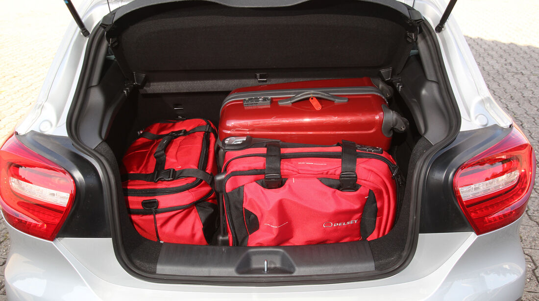 Mercedes A 200 CDI AMG Sport, Kofferraum, Einpacken