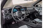 Mercedes A-Klasse Limousine, Cockpit