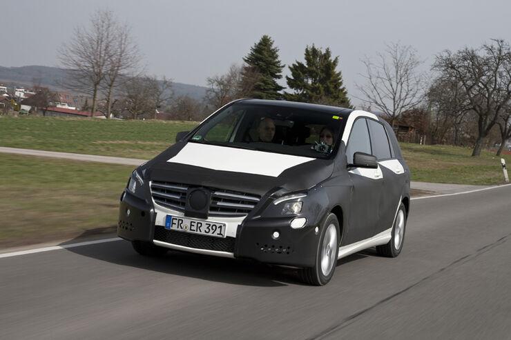 Mercedes B-Klasse, Straßenfahrt, Frontansicht, Erlkönig