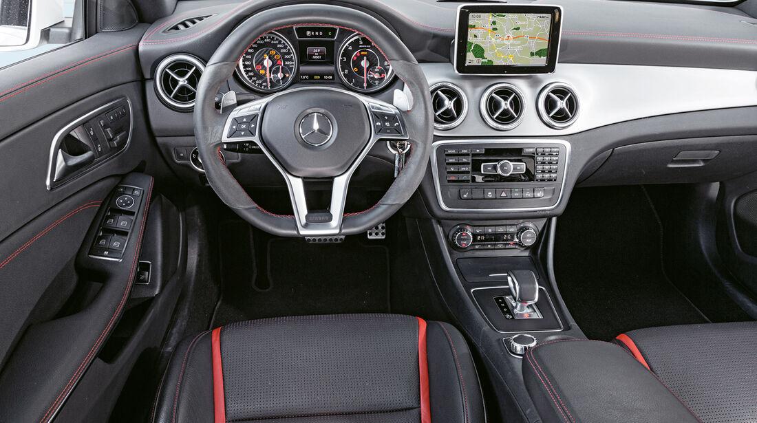 Mercedes CLA 45 AMG, Cockpit